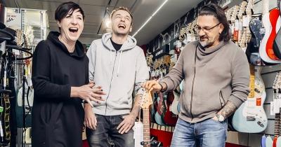 Соня та Кузін вручили Fender Jazzmaster!