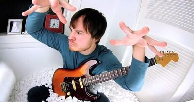 Блогер Роб Скеллон записав Enter Sandman задом наперед