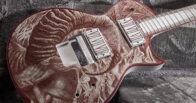 Гітарист Slayer отримав гітару, розписану його кров'ю