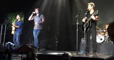 Фанат з України заспівав з Nickelback