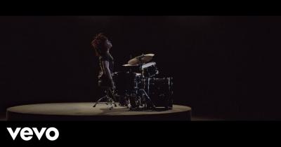 Ленні Кравітц випустив нове відео Low