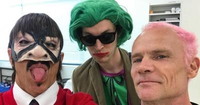 Red Hot Chili Peppers виступили в школі на Хеллоуїн
