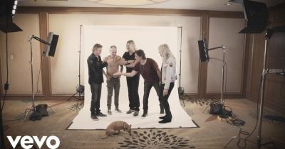Def Leppard опублікували відео на різдвяну пісню