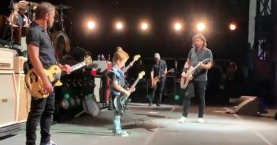 Foo Fighters зіграли з новим гітаристом