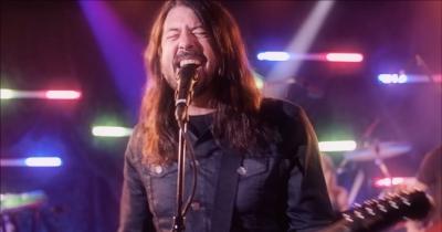 Foo Fighters заспівали Bee Gees