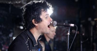 Green Day видали відео Revolution Radio
