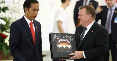 Прем'єр Данії подарував Президенту Індонезії альбом Master of Puppets